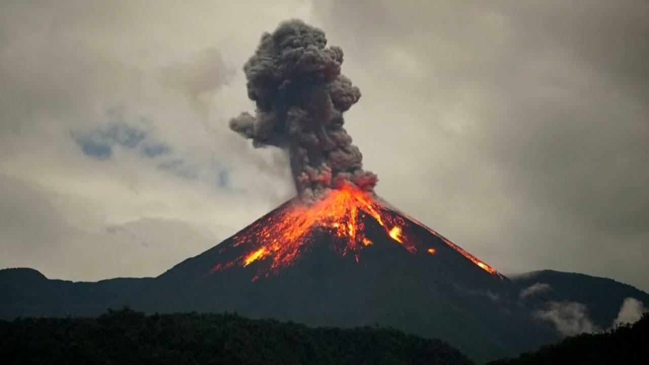 इक्वाडोर पर दोहरी आफत, कोरोना के बाद अब ज्वालामुखी फटने से कई शहर धुआं-धुआं